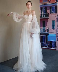 27 Fantasy Wedding Dresses From Top Europe Designers  9ca8769d180