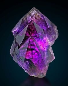 "bijoux-et-mineraux: "" Amethyst - Kalomo District, Southern Province, Zambia "" Cool Rocks, Beautiful Rocks, Minerals And Gemstones, Rocks And Minerals, Pokemon Real, Mineral Stone, Rocks And Gems, Amethyst Crystal, Amethyst Quartz"