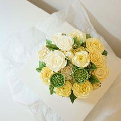 vip gift yellow rose cake   #flowercake #creamflower#フラワーケーキ#buttercream…