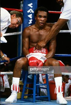 Sugar Ray Leonard sits in his corner with his trainer Angelo Dundee to his left in between rounds during a scheduled fifteen round WBC WBA. Marvelous Marvin Hagler, Kid Capri, Star Trek Posters, Boxing Posters, Professional Boxing, Boxing History, Boxing Champions, Sport Icon, Workout Exercises