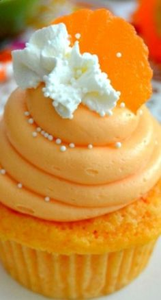 Orange Creamsicle Cupcakes ~ Love the taste of summery creamsicles? Then youll fall in love with these fresh, bright and sweet Orange Creamsicle Cupcakes!
