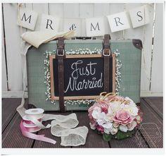 Vintage esküvő autó dekorációja. Vintage wedding car decor. Wedding Car, Fiat 500, Table Decorations, Vintage, Vintage Comics, Dinner Table Decorations