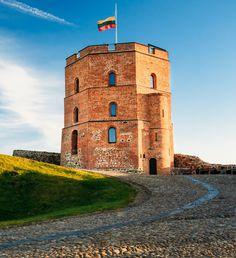 La Torre Gedeminas, en Vilnius, es uno de los principales atractivos turísticos de Lituania.