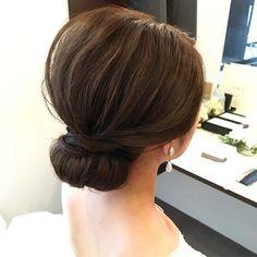 波ウェーブ一切なし!すっきりシニヨンのブライダルヘアカタログ   marry[マリー] Hairdo Wedding, Wedding Hair And Makeup, Hair Makeup, Cute Hairstyles, Wedding Hairstyles, Up Styles, Hair Styles, Hair Arrange, Hair Beauty