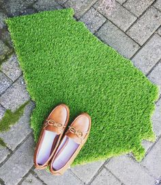 Show your Georgia pride to everyone who walks through your door! This indoor/outdoor artificial grass doormat will be the perfect Christmas gift for your favorite Georgian! Shop our website now! Link in profile. #tfssi #stsimons #seaisland #greatgift #Christmas2015 #shoponline #shopssi #shopgoldenisles