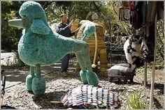Искусство против мусора: скульптуры из хлама, найденного на берегу