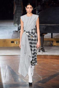 Prabal Gurung Fall 2020 Ready-to-Wear Fashion Show - Prabal Gurung Fall 2020 Ready-to-Wear Collection – Vogue - 2020 Fashion Trends, Fashion Week, New York Fashion, Runway Fashion, Fall Fashion, Tartan, Plaid, Glamour, Style Casual