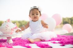 Tips for a Great Birthday Cake Smash (or Smash Cake) Photo Session for a first birthday portrait session - from sengerson.com, lifestyle and family photographer & blogger