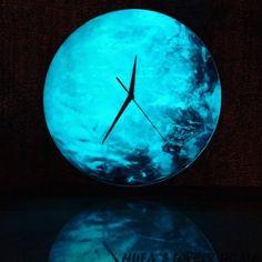Светящиеся ночью настенные часы в виде луны. Ссылка для заказа - ➡️ http://ali.pub/1kqa59 ⬅️ цена 1254р. Если захотите заказать можете скопировать ссылку и вставить в браузер. #настенныечасы #светящиесянастенныечасы