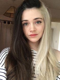 Half Colored Hair, Half Dyed Hair, Half And Half Hair, Split Dyed Hair, Dyed Blonde Hair, Dye My Hair, Two Color Hair, Hair Dye Colors, Cool Hair Color