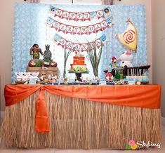 Moana Inspired Tropical Birthday Party on Kara's Party Ideas | KarasPartyIdeas.com (32) Moana Birthday Party Theme, Moana Theme, 5th Birthday Party Ideas, Moana Party, Luau Birthday, Fourth Birthday, Luau Party, Birthday Decorations, Dessert Table Birthday