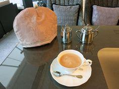 京都市北山 Cafe de Qiriness (カフェ ド キリネス)  http://www.qiriness.jp/cafe/ では、フェルメールのティーコゼーをお使いいただいております。***「Chez Mimosa シェ ミモザ」   ~Tassel&Fringe&Soft furnishingのある暮らし  ~   フランスやイタリアのタッセル・フリンジ・  ファブリック・小家具などのソフトファニッシングで  、暮らしを彩りましょう     http://passamaneriavermeer.blog80.fc2.com/