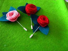 Manualitats per Sant Jordi (con imágenes) Flower Pots, Flowers, Diy Pins, Saint George, Creative Crafts, Hama Beads, Felt Crafts, Chalk Paint, Diy Projects