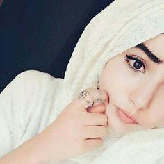Hijab Niqab, Hijab Chic, Mode Hijab, Hijab Outfit, Beautiful Muslim Women, Beautiful Hijab, Arab Girls, Muslim Girls, Muslim Couples