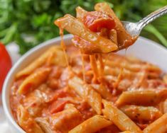 Pates sauce tomate et creme au cookeo - recette plat cookeo. - The Best For Dinner Chicken Recipes Cheesy Baked Chicken, Baked Chicken Breast, Baked Chicken Recipes, Healthy Crockpot Recipes, Soup Recipes, Chicken Penne, Penne Pasta, Recipies, Recipe Chicken