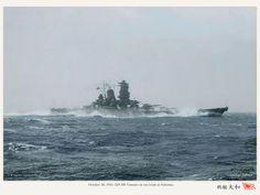 IJN Yamato (大和) - Corazzata - Caratteristiche generali Dislocamento a vuoto: 65.027 t (di cui 21.266 t di corazzatura) a pieno carico (stima): 72.810 Lunghezza 263 m Larghezza 38,9 m Pescaggio 11 m Propulsione 12 caldaie a vapore surriscaldato Kanpon, 4 turboriduttori Kanpon, 150,000 CV (110 MW) Velocità 27 nodi (51 km/h) Autonomia 8.000 mn a 18 nodi (14.800 km a 33 km/h) Equipaggio 2.750 uomini