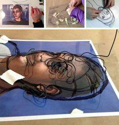 """Este alambre dibujo ejercicio - 'utilizando la línea para crear espacio """"- se completa con los estudiantes en una clase de arte en 3D, trabajando sobre los retratos fotográficos. Tener una imagen de base para trabajar (esto también podría ser un dibujo de observación antes) hace que el proceso de transferir de dos dimensiones a tres dimensiones mucho más fácil."""