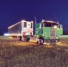 Show Trucks, Big Rig Trucks, Old Trucks, Freightliner Trucks, Classic Tractor, Classic Trucks, Custom Peterbilt, Western Star Trucks, Custom Big Rigs