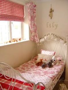 red, white, and pink room