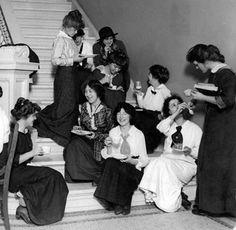 Barnard-College-girls-1911. Downton Abbey Era 1920s Fashion