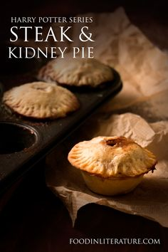 Sweets from Harry Potter are wonderful, but every dinner party needs a savoury dish! Make this individual steak and kidney pie recipe as the main meal. Harry Potter Food, Harry Potter Birthday, Pie Recipes, Cooking Recipes, Party Recipes, Picnic Recipes, Picnic Ideas, Picnic Foods, Steak And Kidney Pie