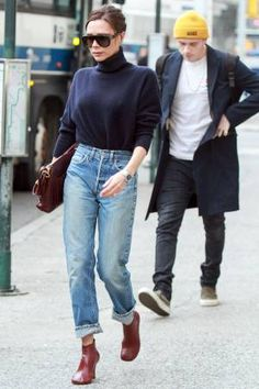 In need of some fresh inspiration for styling boyfriend jeans? Here's what to wear with your boyfriend jeans in Ripped Jeggings, Ripped Skinny Jeans, Cute Jeans, Mom Jeans, Women's Jeans, Denim Pants, Jeans And Boots, Oversized Plaid Shirts, Striped Shirts