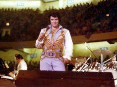 Elvis on stage in Greensborrow in june 30 1976.