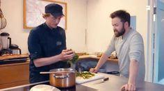 """Chia-Samen und Goji-Beeren liegen zurzeit voll im Trend. Aber müssen es wirklich immer die teuren Exoten sein oder tun es auch unsere einheimischen """"Superfoods""""? Galileo-Reporter Martin Dunkelmann und der vegane Spitzenkoch Sebastian Copien testen es für euch, heute um 19:05 Uhr."""