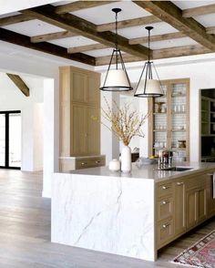 White and wood kitchen - Marble Kitchen Home Interior, Kitchen Interior, Kitchen Decor, Kitchen Layout, Apartment Kitchen, Kitchen Colors, Interior Ideas, Küchen Design, Layout Design