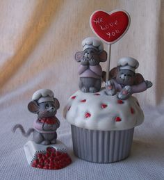 Ceramic bisque Donas Cupcake box with Baker Mice by VestedInterest