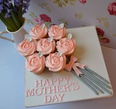Cake Bouquet Little Paper Cakes: Mother's Day Cupcakes Diy Mothers Day Gifts, Mothers Day Brunch, Happy Mothers Day, Mothers Day Cakes Designs, Mothers Day Cupcakes, Mother's Day Bouquet, Cake Bouquet, Bouquet Flowers, Paper Cake