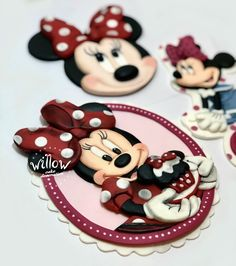 Minnie Mouse, 2D fondant cake decoration Cake Decorating With Fondant, Fondant Decorations, Minnie Mouse Cake, Mickey Mouse, Gingerbread Cookies, 2d, Desserts, Gingerbread Cupcakes, Tailgate Desserts