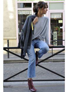 【ELLE】SUN. パリで話題! 「ジョルネ」のパーカで休日スタイル|パリジェンヌ的ミックス&マッチを解剖! エリザベットのスタイルDAIRY|エル・オンライン