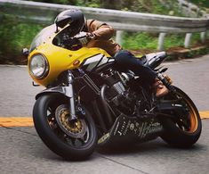 Yamaha XJR 1300 Street Cafe - RocketGarage - Cafe Racer Magazine Retro Motorcycle, Japanese Motorcycle, Cafe Racer Bikes, Cafe Racer Motorcycle, Custom Street Bikes, Custom Bikes, Yamaha Motorcycles, Custom Motorcycles, Baggers