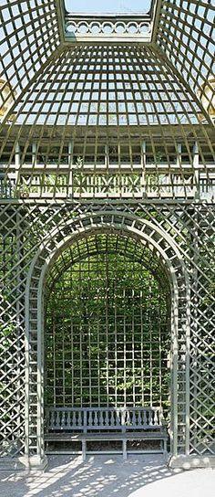"""Gorgeous Treillage! """"File:Parc de Versailles, Bosquet de l'Encelade, treillage 07 (niche).jpg"""""""