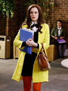 Yellow coat and red tights - Blair Waldorf - Gossip Girl Gossip Girls, Mode Gossip Girl, Estilo Gossip Girl, Gossip Girl Seasons, Gossip Girl Outfits, Gossip Girl Fashion, Gossip Girl Uniform, Gossip Girl Style, Gossip Girl Clothes