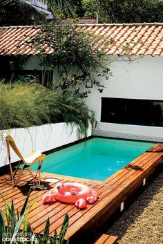 Backyard Sandbox Ideas for Kids: The Best Outdoor Sandboxes - Othence Swimming Pool House, Swiming Pool, Small Swimming Pools, Small Pools, Small Backyard Landscaping, Swimming Pool Designs, Indoor Swimming, Patio Chico, Outdoor Shower Fixtures
