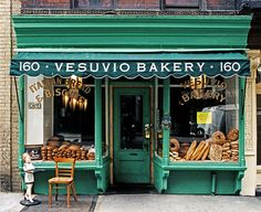 """I fell in love with this year bakery storefront in Soho, New York. I think it may have closed since but I still love the green, giant windows and """"real New York"""" feeling. *now it is home of the Bird Bath Bakery same awning. Bakery Cafe, Bakery Store, Bakery New York, Store Front Windows, Large Windows, Vintage Bakery, French Bakery, Italian Bakery, Italian Bread"""