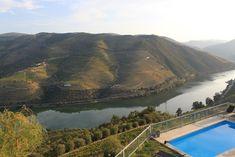 6 des choses à faire dans la Vallée du Douro - via Voyages & Cie 23.09.2015 | Connue mondialement, la région viticole du Haut-Douro est inscrite au patrimoine mondial de l'UNESCO depuis 2001. Pour vous aiguiller sur un prochain séjour dans le Haut-Douro, je vous ai préparé un top 6 des choses à ne pas manquer. #portugal #voyages #travel Photo: Quinta de Santo Antonio