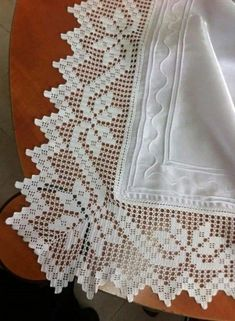 Ideas Cortinas more ideas to crochet and knitting sweater from collar down Crochet Lace Edging, Crochet Borders, Crochet Cross, Cotton Crochet, Thread Crochet, Crochet Doilies, Crochet Flowers, Hand Crochet, Crochet Stitches
