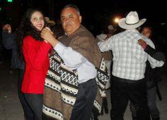 Ziquítaro. Miryu, y Chel, en pleno baile durante el festejo patronal pueblerino.