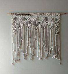 Macrame Plant Hanger Patterns, Macrame Wall Hanging Diy, Macrame Curtain, Macrame Art, Macrame Projects, Macrame Patterns, Macrame Knots, Bohemian Crafts, Lace Dream Catchers