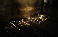 Des bougies forment le mot...#JeSuisCharlie #Je_Suis_Charlie #I_am_Charlie #IAmCharlie #CharlieHebdo #Charlie_Hebdo #CHARLIE #anti_terrorism #FREEDOM #jesuischarlie #PARIS