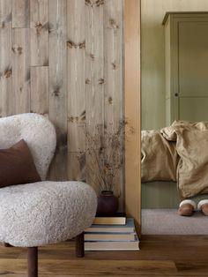 Vår nye grønnfarge LADY 8546 Local Green, gjenspeiler hytta fargene fra verden utenfor. Jotun Lady, Bean Bag Chair, Cottage, Cabin, Pure Products, Lady Lady, Interior, Nye, Furniture