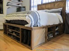 pinterest bedside table ideas | Pallet Bed with Storage Plans | Pallet Wood Projects and Ideas.