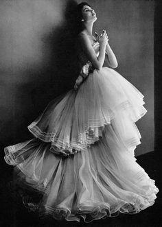 Christian Dior, 1950. Photo: Philippe Pottier. #wedding #weddingdress