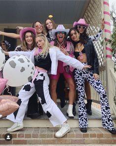 Cowgirl Halloween Costume, Cute Group Halloween Costumes, Trendy Halloween, Halloween Kostüm, Halloween Outfits, Costumes Kids, Women Halloween, Cowboy Costumes, Prisoner Halloween