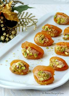 Apricots stuffed with foie gras - Medicine Goes Through Cooking - Joey Widdocks Italian Snacks, Italian Appetizers, Vegetarian Appetizers, Appetizer Recipes, Best Holiday Appetizers, Thanksgiving Appetizers, Deviled Eggs Recipe, Christmas Cooking, No Cook Meals