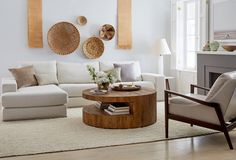 29 Tips for a perfect coffee table styling - BelivinDesign Living Room Furniture, Home Furniture, Living Room Decor, Furniture Design, Living Room Tables, Centre Table Living Room, Living Rooms, Coffee Table Styling, Coffee Table Design