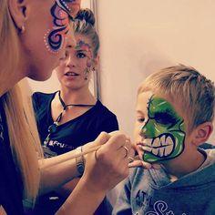 love it #facepainting #bodypaint #makeupartist #makeup #prezentacjedzierżoniów #diamondfx #dfx #splitcake #rainbowcake #rainbow #sponge #malowanietwarzy #bodyart #onestroke #teardrops #dzierżoniów #dzierzoniow #work #hulk #halk #green #painting